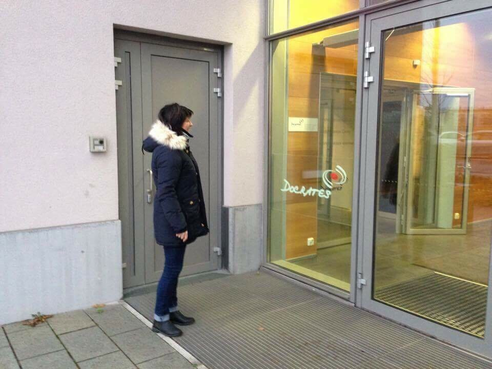 Dynamisk radiologi: Eva på vei inn til undersøkelse i Helsinki